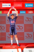La Vuelta 2021 - etapa 2 - linea Caluerniga Burgos barrio de gamonal - sprint - Jasper Philipsen del equipo Alpecin Fenix se impone por la minima.